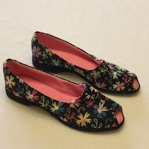 Vintage Peep Toe Shoes Black w/Flower Embroidered